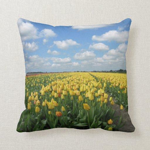 Paysage jaune de ressort de tulipes oreillers