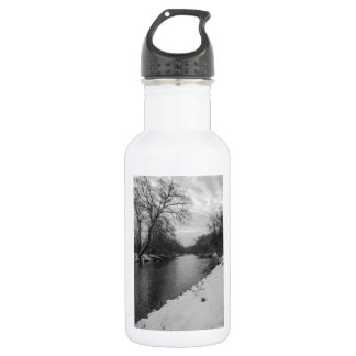 Peaceful Winter At James River Grayscale 532 Ml Water Bottle