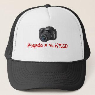 Pegado a mi K100D Trucker Hat