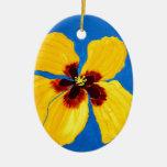 Peinture jaune de fleur de ketmie décoration pour sapin de noël