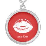 Pendentif d'un rouge ardent de baiser