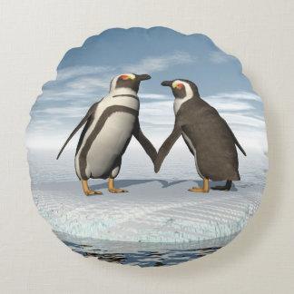 Penguins couple round pillow