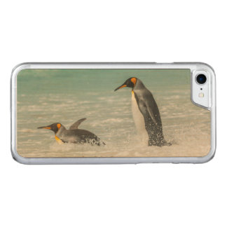 Penguins swimming on the beach carved iPhone 7 case