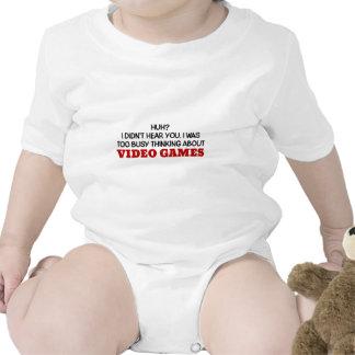 Penser trop occupé aux jeux vidéo bodies pour bébé