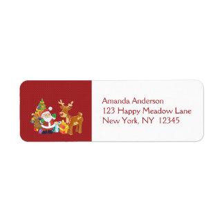 Père Noël et renne par l'arbre de Noël avec des Étiquette D'adresse Retour