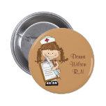 Personnalisez les cadeaux d'infirmière de brune ! badge avec épingle