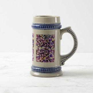 Pétales pourpres de fleur d'hortensia de belle lav tasse à café