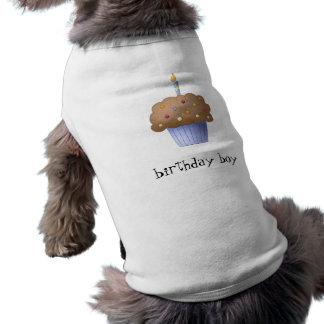 Petit gâteau de garçon d'anniversaire tee-shirt pour chien