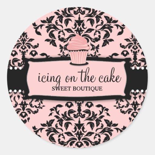 Petit gâteau doux de rose de glaçage de la cerise autocollant rond
