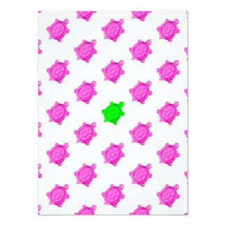 Petit motif mignon tortue rose/verte carton d'invitation  13,97 cm x 19,05 cm