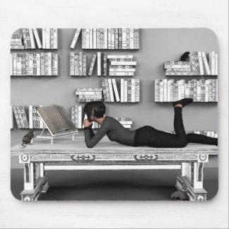 Petit rat de bibliothèque (bookworm) mouse pad
