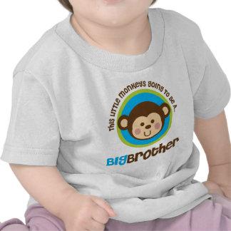 Petit singe allant être un frère t-shirts