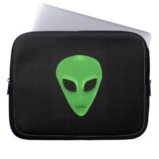 Petit visage d'alien d'homme vert trousse ordinateur