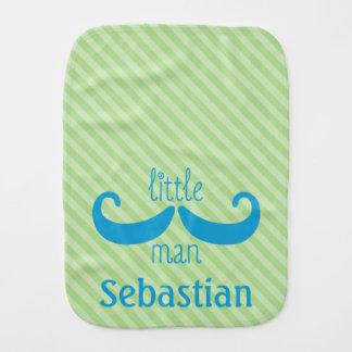 Petite vert personnalisé par moustache faite sur linge de bébé