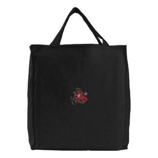 Petites coccinelle et fleurs sacs
