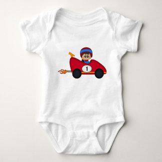 Petits enfants rouges de pilote de voiture de t shirt