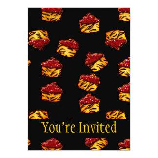 Petits gâteaux rayés de tigre sur le noir carton d'invitation  12,7 cm x 17,78 cm