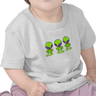 Petits hommes verts d'aliens t-shirts