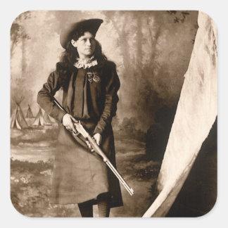 Photo 1898 de Mlle Annie Oakley Holding un fusil Sticker Carré