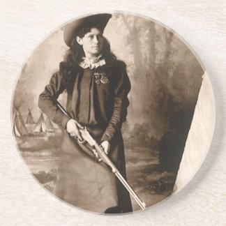 Photo 1898 de Mlle Annie Oakley Holding un fusil Dessous De Verres