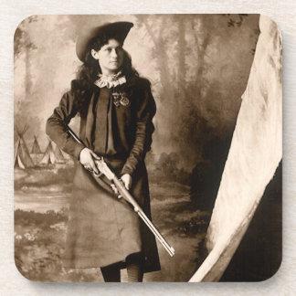 Photo 1898 de Mlle Annie Oakley Holding un fusil Sous-bocks