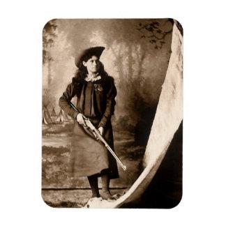 Photo 1898 de Mlle Annie Oakley Holding un fusil Magnets En Rectangle