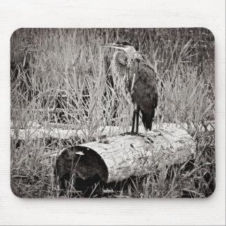 Photographie bleue de héron - noire et blanche tapis de souris