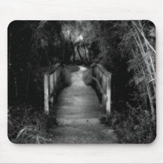 Photographie noire et blanche de jardin secret tapis de souris