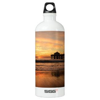 Pier beach sunset water bottle