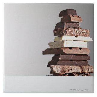 Pile de barres de chocolat grand carreau carré