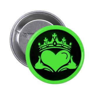 Pin rond noir et vert de Claddagh Badges