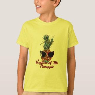 Pineapple vacations. Humor print T-Shirt
