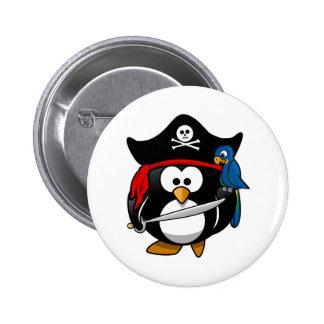 Pingouin mignon de pirate de bande dessinée avec l pin's