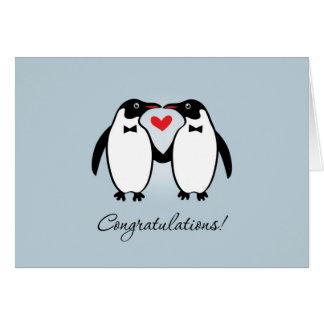 Pingouins gais mignons épousant des félicitations carte de vœux