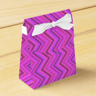 Pink stripes zigzag pattern favor box