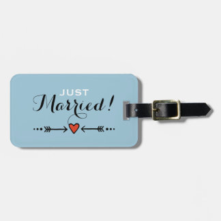 Pink Sweethearts & Arrows Blue - Just Married! Luggage Tag
