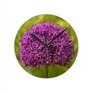 Pinkfarbener ALIUM Round Clock