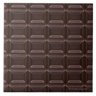 Plan rapproché de barre de chocolat grand carreau carré