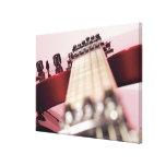 Plan rapproché d'une guitare électrique toiles tendues