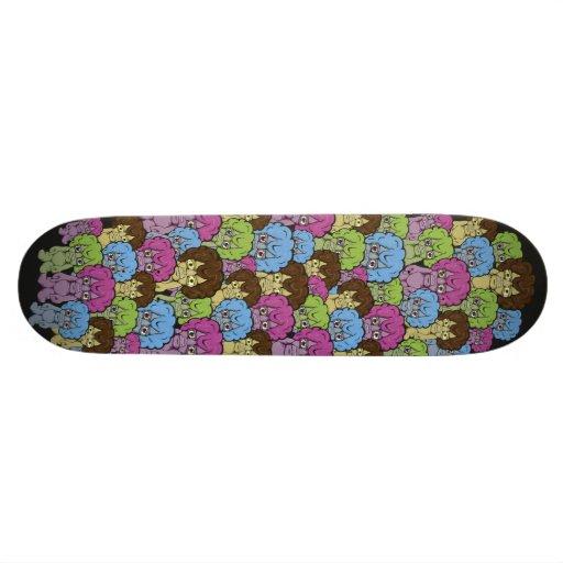 Planche à roulettes étrange de personnes planches à roulettes customisées