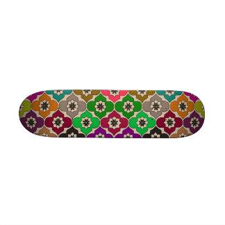 Planche à roulettes heureuse de ~ de fleurs RÉTRO Skateboards Customisés