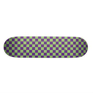 Planche à roulettes pourpre et verte de damier skateboard customisable