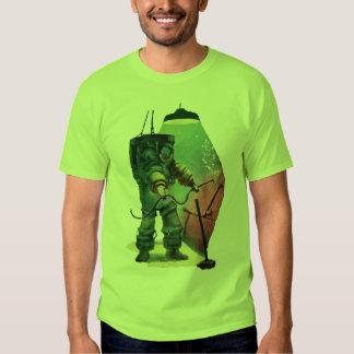 Plongeur vintage d'armure avec la torche de t-shirts