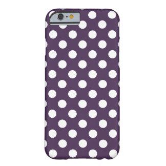 Pois blanc sur le pourpre de prune coque iPhone 6 barely there