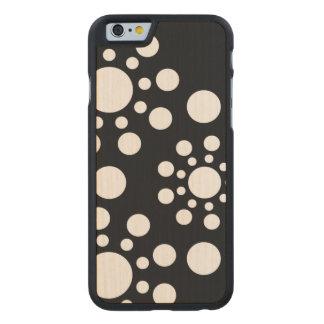 Polkadot noir et blanc coque carved® iPhone 6 en érable