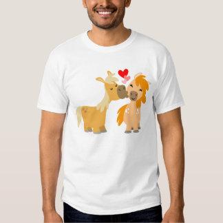 Poneys mignons de bande dessinée dans le T-shirt