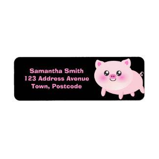 Porc rose mignon sur le noir étiquettes d'adresse retour
