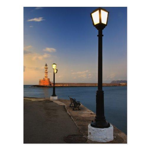 Port de Chania et phare vénitien au coucher du sol Carte Postale
