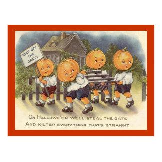 Porte vintage de Steeling de garçons de lanterne Carte Postale
