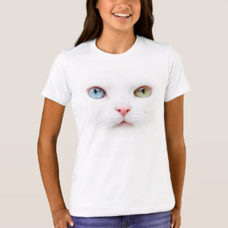Portrait cat with two-colored eyes odd eyed T-Shirt